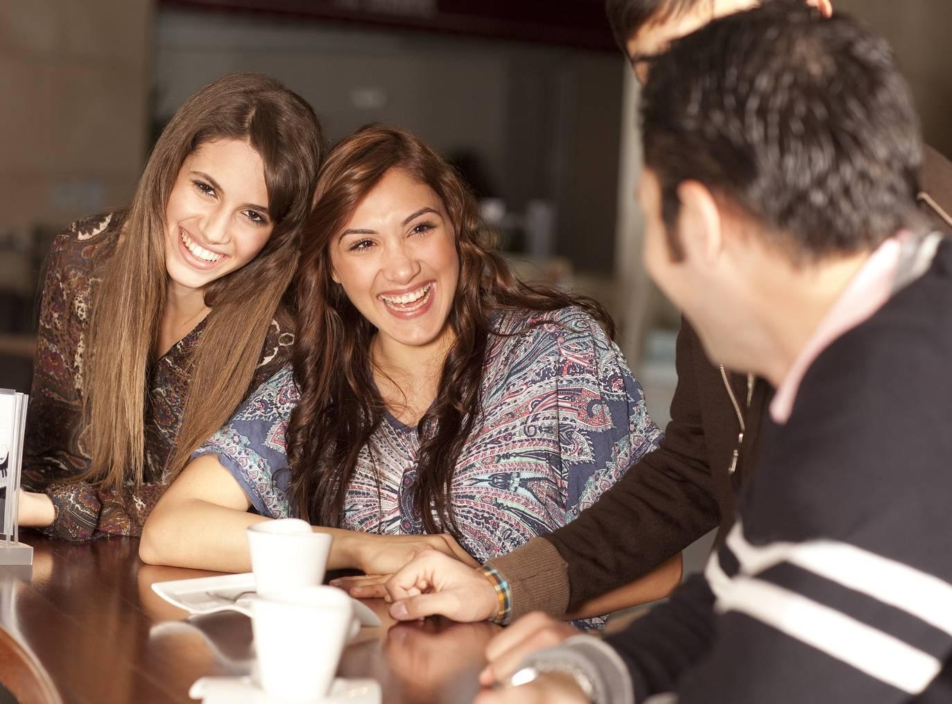 Como identificar as mulheres a fim de você através da linguagem corporal